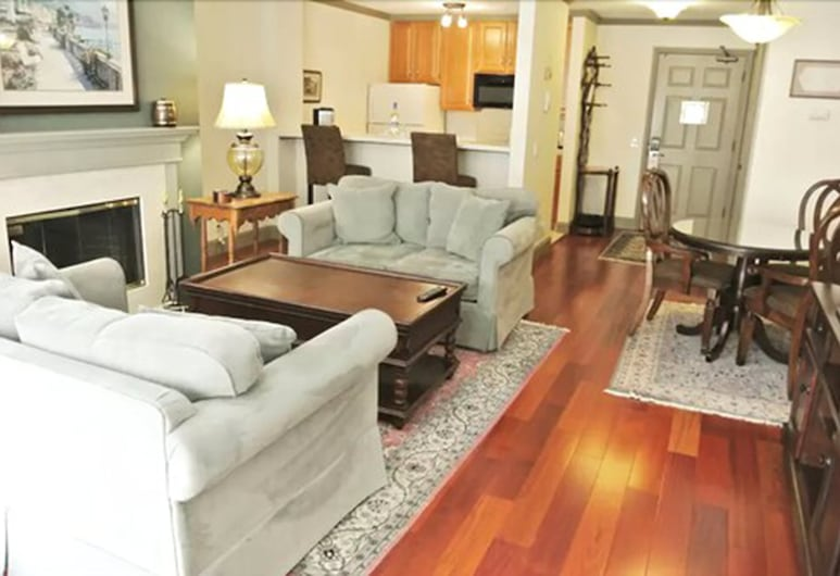 Cow Hollow Inn & Suites, San Francisco, 2 Bedroom Suite, 2 Doubles and 1 Queen, Living Area