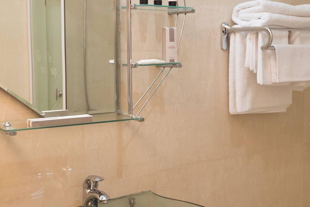 Deluxe-Zimmer - Waschbecken im Bad