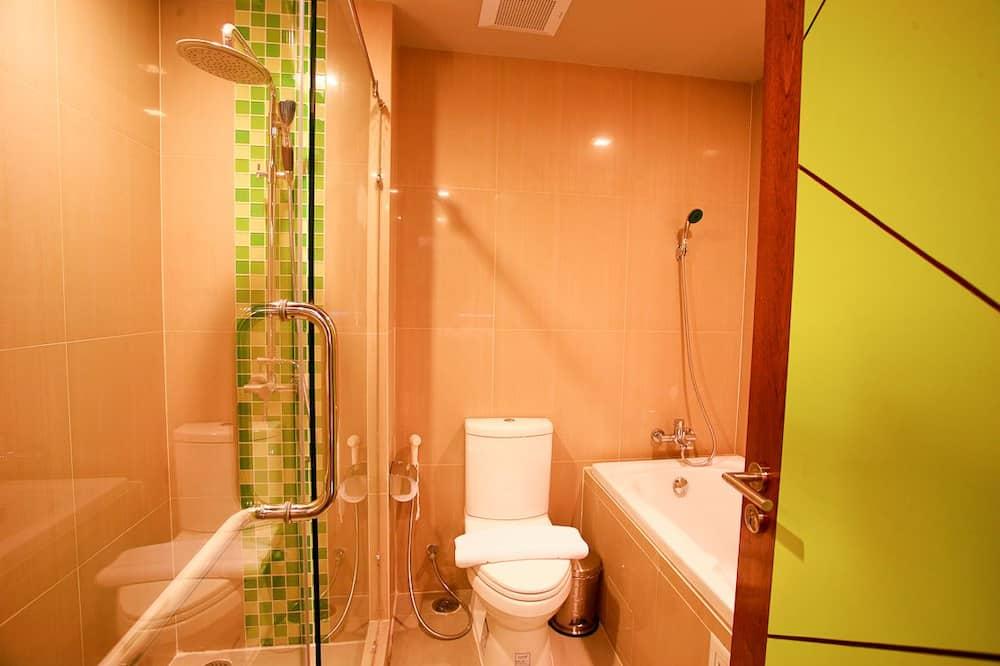 Junior Suite (no window) - Bathroom