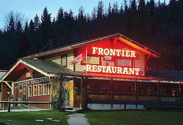 The Ol' Frontier, Revelstoke, Fasilitas bersantap