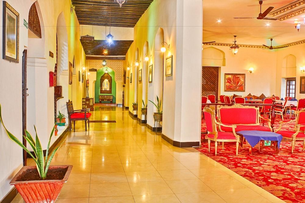 Tavolo Da Lavoro Per Zanzibar : Prenota africa house hotel a zanzibar città hotels.com