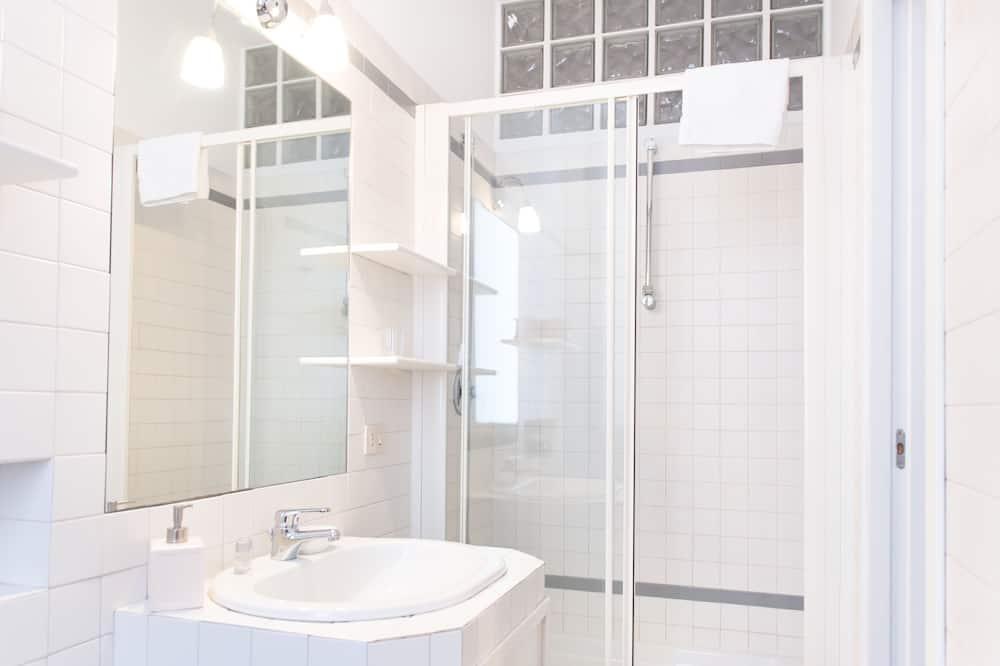 Dvivietis kambarys su patogumais, priestatas - Vonios kambarys
