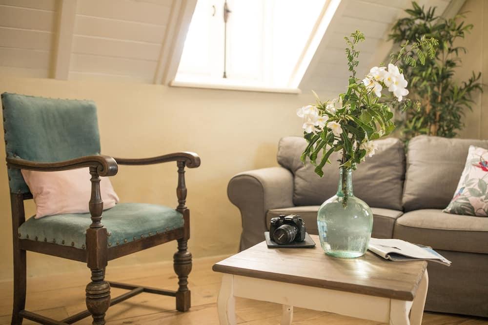 Queen Room - Living Area