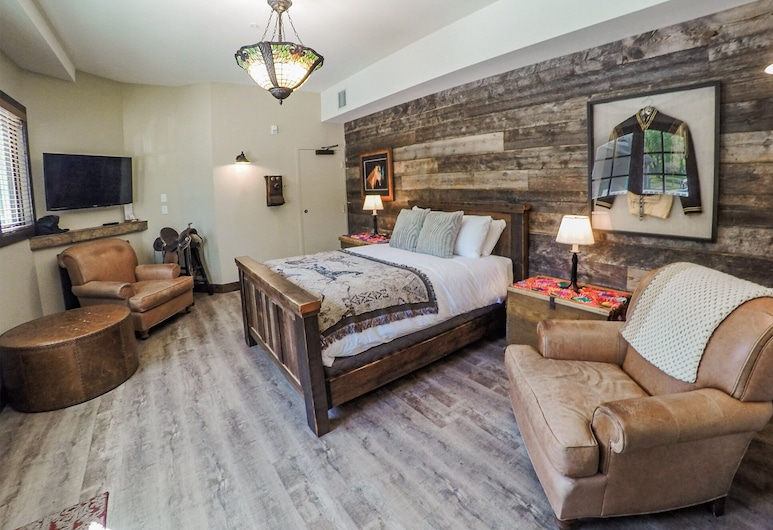 The Lady MacDonald Country Inn, Canmore, Superior Single Room (Carriage House), Guest Room