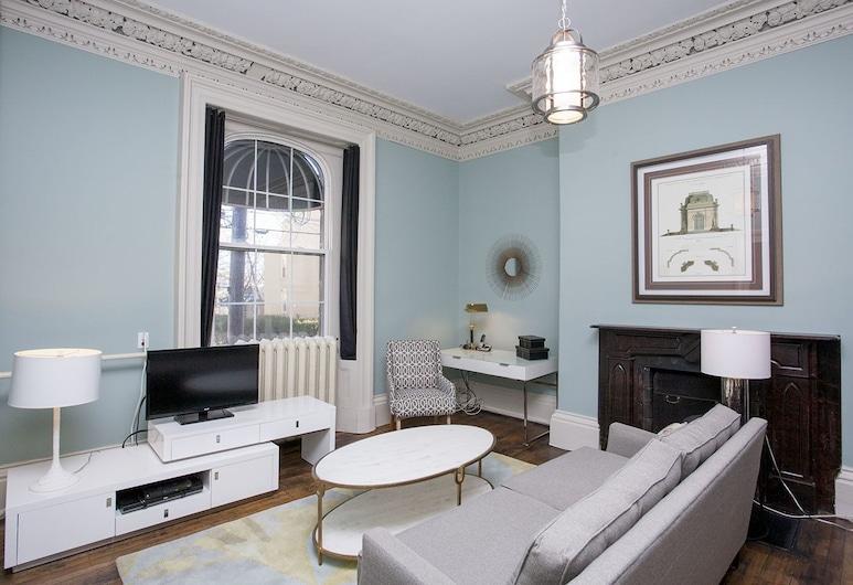 Mary Queen of Scots Inn, Halifax, Studio, 1 Queen Bed, Living Room