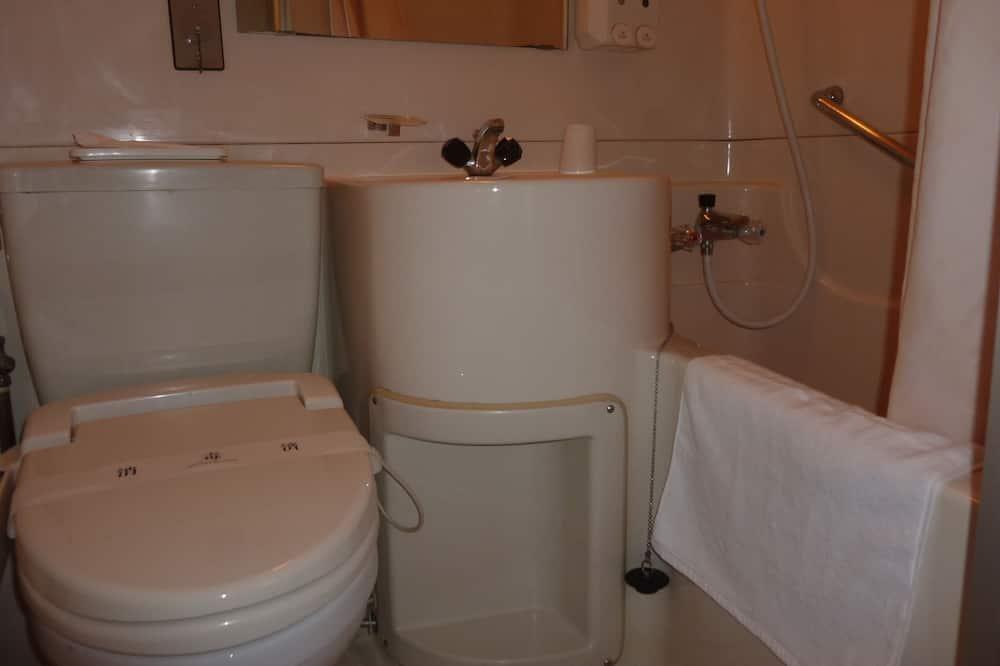 Basic Triple Room - Bathroom Amenities