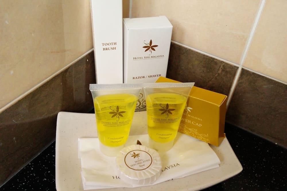 Superior Queen Room - Bathroom Amenities