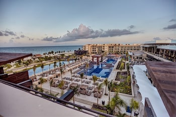 Фото Royalton Riviera Cancun Resort & Spa - All Inclusive у місті Пуерто-Морелос