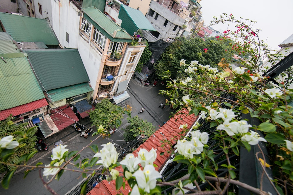 Book au coeur dhanoi boutique hotel in hanoi hotels au coeur dhanoi boutique hotel hanoi executive suite city view mightylinksfo