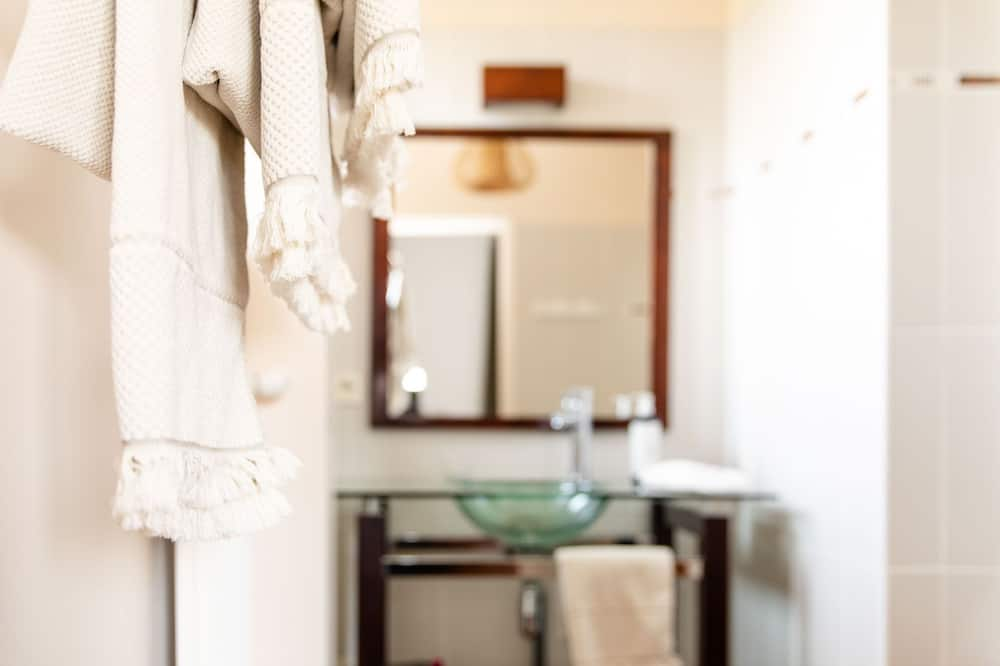 Superior Double Room, Bathtub, River View - Bathroom