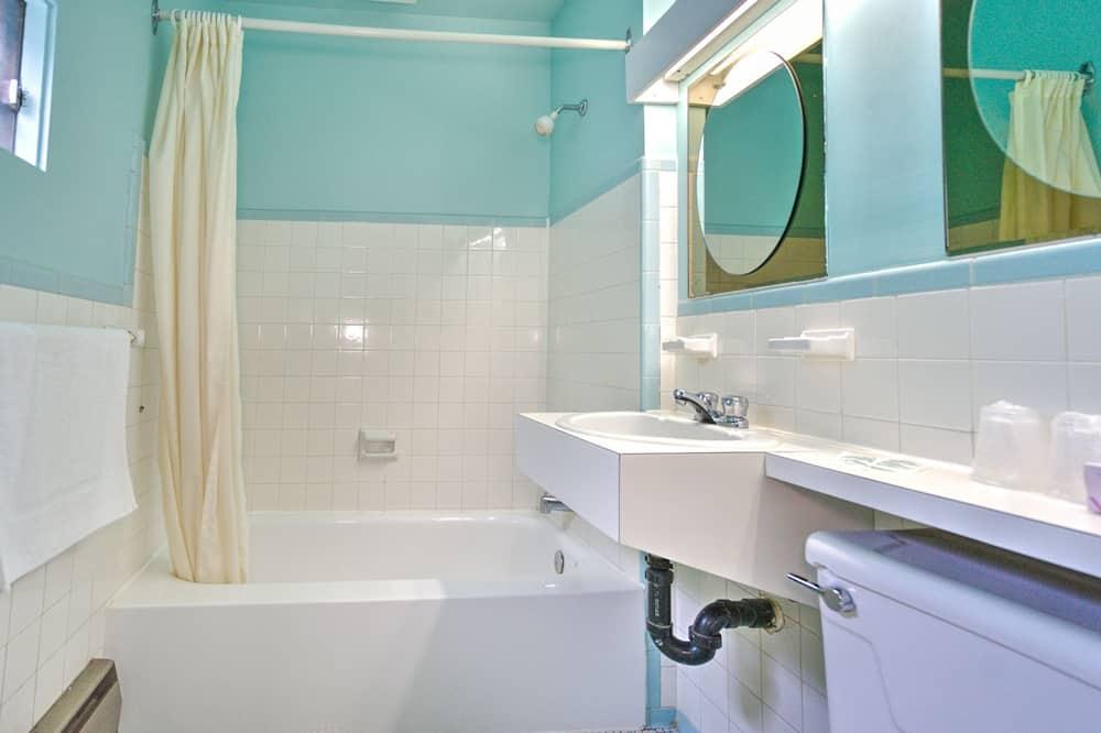 Standard-huone, 2 parisänkyä - Kylpyhuone