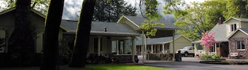 Picture of Dunsmuir Lodge in Dunsmuir