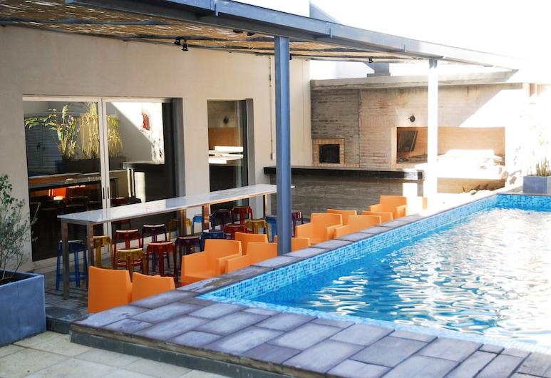 ريجينسي واي مونتيفيديو هوتل, مونتفيديو, حمام سباحة