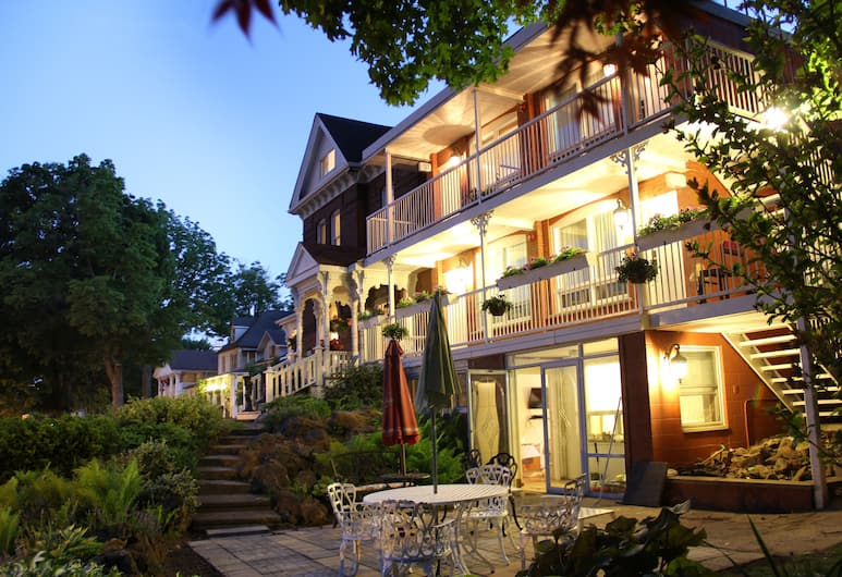 Niagara Grandview Manor, Niagara Falls, Terrace/Patio