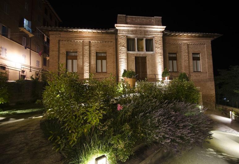 Villa del Sole, Siena, Facciata hotel (sera/notte)