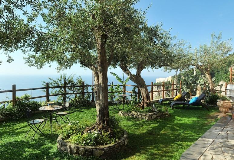World Center, Amalfi, Garden