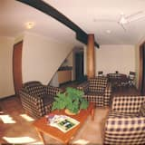 Traditional Apartment, 2 Bedrooms - Living Room