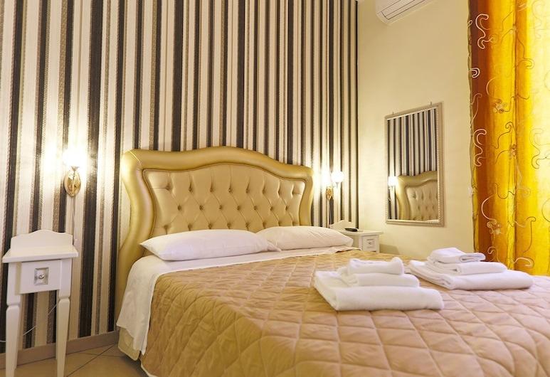 新莎優娜拉酒店, 那不勒斯