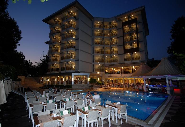 Grand Okan Hotel, Alanya, Otelin Önü - Akşam/Gece
