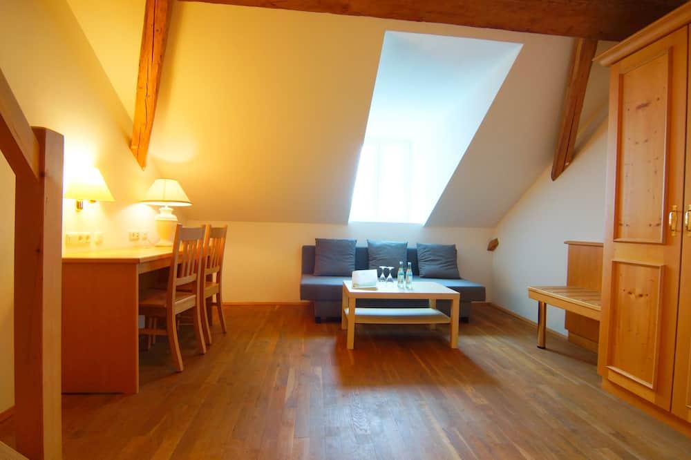 Basic Duplex, 1 Bedroom - Living Area