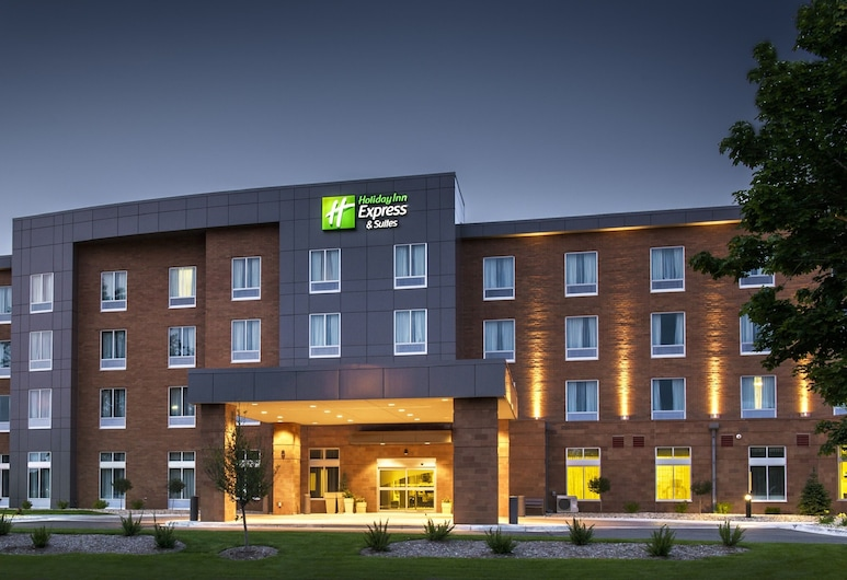 Holiday Inn Express & Suites Madison Central, Madison