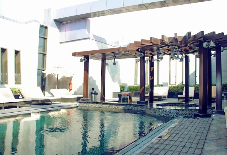 The Leela Hotel, Dubajus, Baseinas
