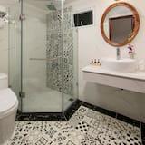 Family Triple Room, Accessible, Non Smoking - Bathroom