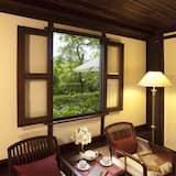 Deluxe Room, 1 King Bed - Garden View