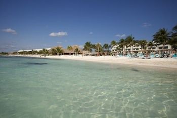 Enter your dates to get the Akumal hotel deal