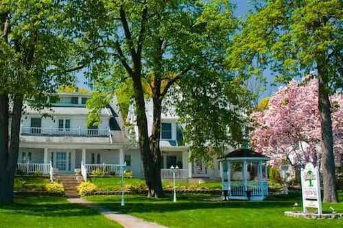 Book Chestnut Inn Bed And Breakfast In