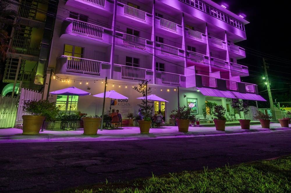 Parte delantera del hotel