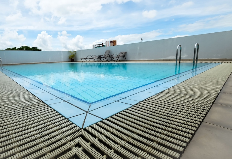 Times Hotel, บันดาร์เสรีเบกาวัน, สระว่ายน้ำกลางแจ้ง