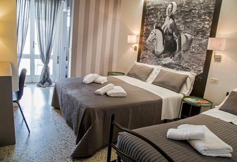 Hotel Hollywood, Riccione, Trivietis kambarys, balkonas, Svečių kambarys
