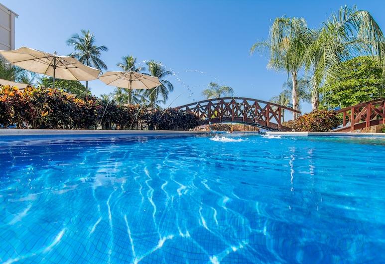 Croc's Resort and Casino, Jaco, Baseinas