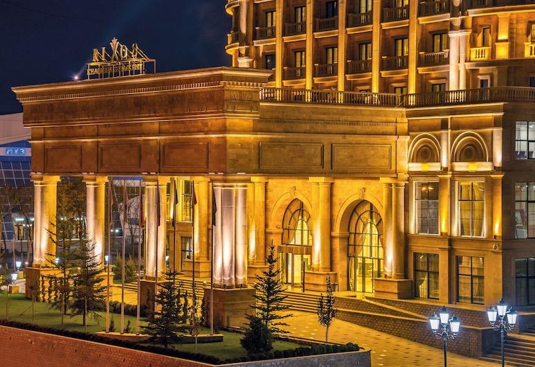 Rixos Khadisha Shymkent, Šõmkent, Fassaad õhtul/öösel