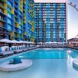 Deluxe Room, 2 Queen Beds, Pool View Non Smoking - Vonkajší bazén