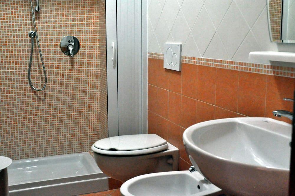 Pokój dwuosobowy z 1 lub 2 łóżkami typu Superior, balkon - Łazienka