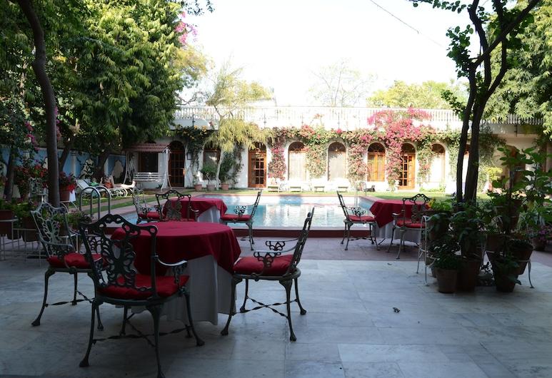 美閣尼瓦斯酒店, 齋浦爾, 室外泳池