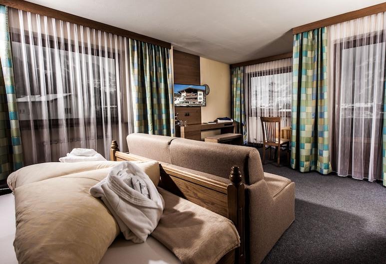 Pension Kreuzjoch, Zell am Ziller, Double Room, Balcony, Mountain View, Bilik Tamu
