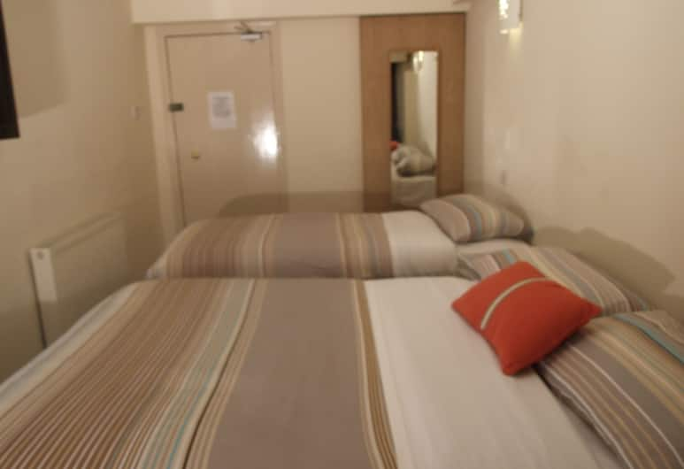 Glasgow House, Glasgow, Quadruple Room, Ensuite, Guest Room