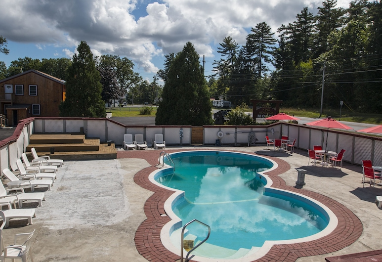 King Hendrick Motel, Leik Džordžas, Lauko baseinas
