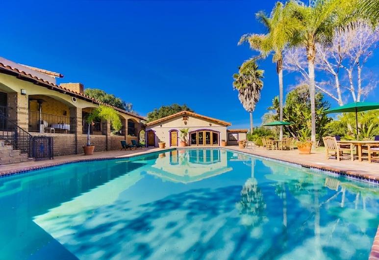 葡萄園莊園住宅, 春谷村, 室外游泳池