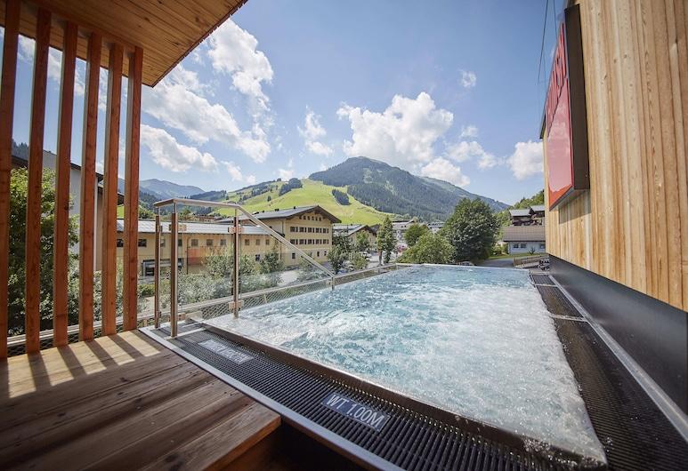 THOMSN-Alpine Rock Hotel, Saalbach-Hinterglemm, Basen z ukrytą krawędzią