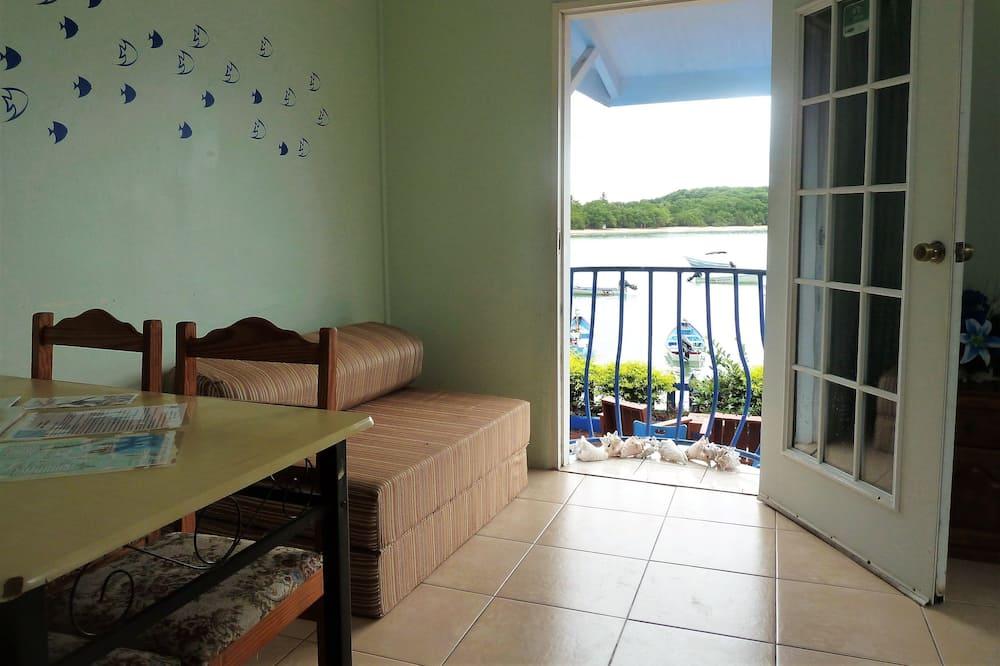 Panoramic-Apartment, 1 Schlafzimmer, Küche, Meerblick - Wohnzimmer
