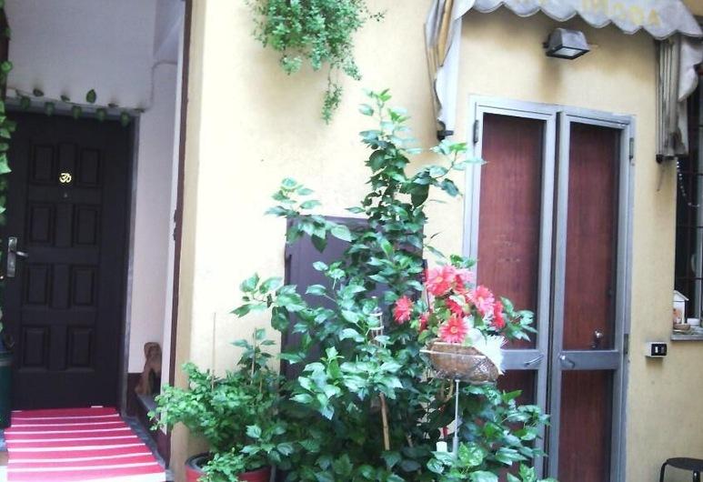 Central Hostel Milano, Milaan, Ingang van hotel