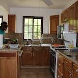 Deluxe Δωμάτιο, 1 Υπνοδωμάτιο, Ιδιωτικό Μπάνιο, Θέα στην Παραλία (Kush) - Κοινόχρηστη κουζίνα