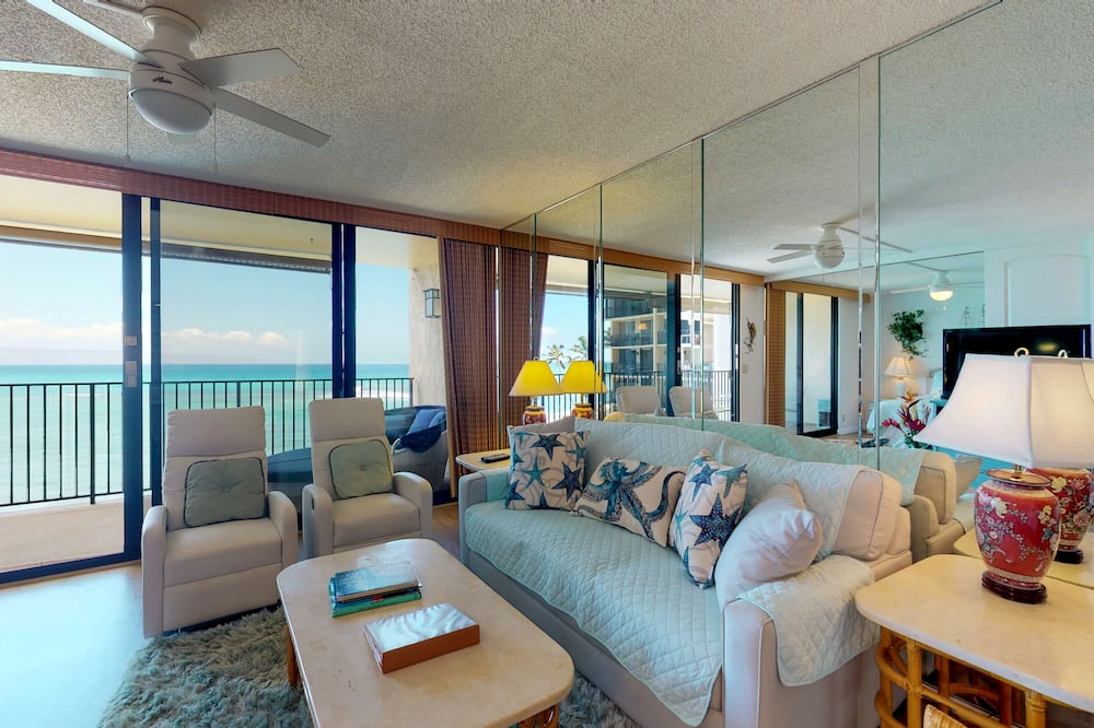 Condo, 2 Bedrooms, Private Pool, Ocean View (Hololani A403) - Living Room