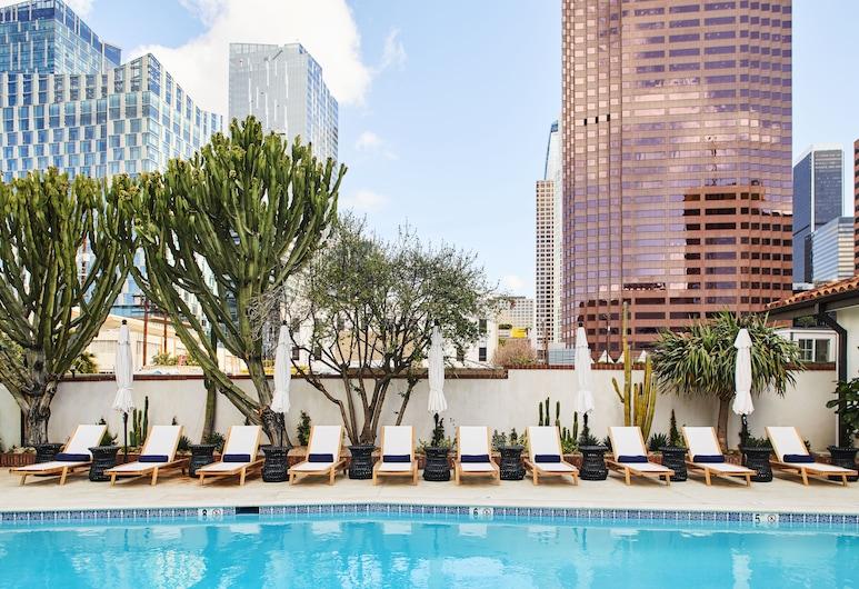 โรงแรมฟิเกโรอา, ลอสแอนเจลิส, สระว่ายน้ำกลางแจ้ง