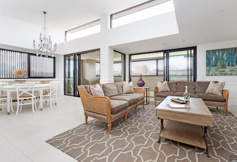 Miramare Gardens, Terrey Hills, Mansarda, Kelios lovos (Three Bed Penthouse Suite), Svetainės zona