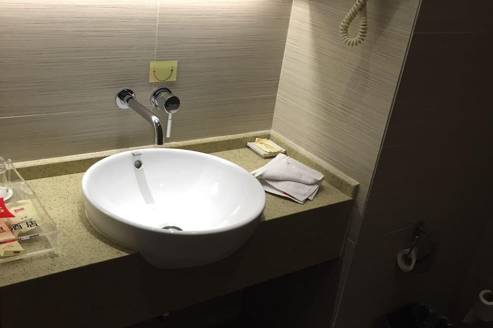 Superior Room, 1 King Bed - Bathroom